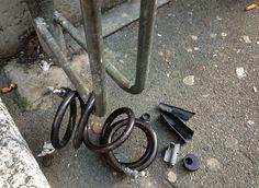 Attenzione quando si sceglie il lucchetto per chiudere la propria fedele compagna di strada; in questo caso la parte più debole era la serratura, nascosta sotto un bell'involucro di plastica.