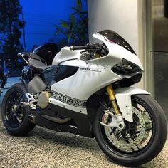 """Double tap if you like bikes | via: @sugar_smack #Ducati #Panigale #Sportbikeaddicts"""