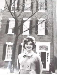 america-runs-on-kennedy:Jackie Kennedy in front of her Georgetown home.