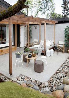 aménagement-jardin-paysager-moderne-terrasse-pergola-lit-jour