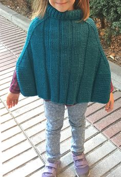 Free Knitting Pattern for Express Poncho - Child sized poncho with easy ribbed texture. Aran weight yarn. S (2-3), M (4-5), L (6-7) years. Designed by Patricia Marzán. Available in English and Spanish
