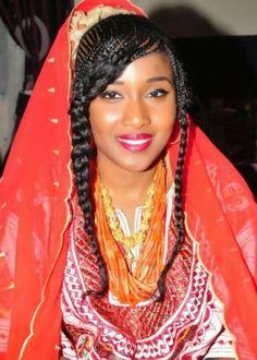 Nigerian Wedding: A Groom's Guide To The Hausa, Fulani & Kanuri Traditional Wedding List - Nigerian Wedding African Beauty, African Fashion, Native Fashion, African Hair, African Men, African Attire, Small Cornrows, Nigerian Culture, Nigerian Bride