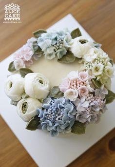 앨리스의 아름다운 수국 리스 케이크 지지난주쯤인가 참석했었던 한 친척분 아가의 돌잔치에앨리스가 선물...