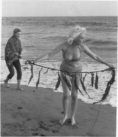 Marilyn Monroe, Santa Monica Beach, photo by George Barris, 1962