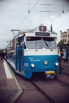 Tram number 7. Photo: Kate Beard via Flickr.