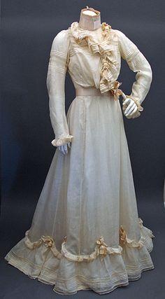 1899-1900 wedding dress! i luv it!
