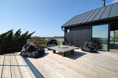Kaikki kuvat | Oikotie Modern Barn House, Modern House Design, Black House Exterior, Shed House Plans, Summer Cabins, Shed Homes, Steel House, Modern Architecture, Building A House