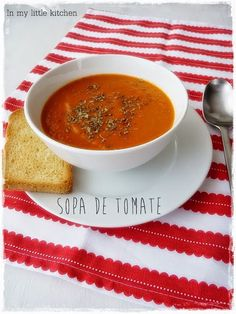 In my little kitchen: Tomato soup Veggie Recipes, Healthy Recipes, Healthy Food, Little Kitchen, Tomato Soup, Soups And Stews, Veggies, Meals, Cooking