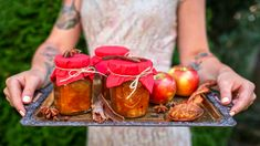"Jablečná ""marmeláda"" se skořicí a karamelem. Bez chemie a pektinu! Korn, Moscow Mule Mugs, Preserves, Pickles, Rum, Smoothie, Canning, Vegetables, Tableware"