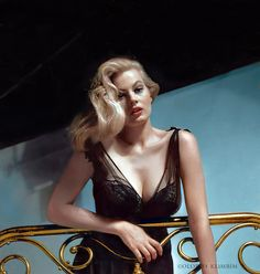Old Hollywood Glamour, Hollywood Actor, Vintage Hollywood, Hollywood Stars, Classic Hollywood, Classic Actresses, Beautiful Actresses, Anita Ekberg, Celebrity Look