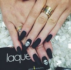 Black matte alien nail art