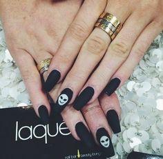 Black matte alien nail art