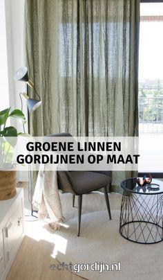 Groene linnen gordijnen voor de schuifpui of tuindeuren. Groen in huis en natuurlijke materialen. Mooi bij ieder interieur stoer, industrieel, modern of lekker bohemian. #groenegordijnen #linnengordijnen # industrieel #groenwonen #wooninspiratie