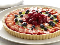Fresh Fruit Tart recipe from Paula Deen via Food Network. This recipe will be replacing my old fruit tart recipe that I've used for years. Paula Deen, Köstliche Desserts, Dessert Recipes, Healthy Desserts, Italian Desserts, Healthy Recipes, Fresh Fruit Tart, Fruit Pie, Cheese Fruit