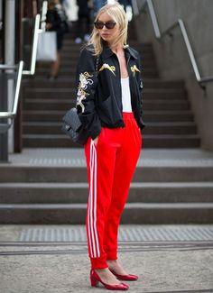 calca esportiva adidas vermelha street style