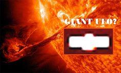 """UFO - Um objeto de formato estranho """"voa"""" em torno do Sol e é capturado por uma foto da NASA"""
