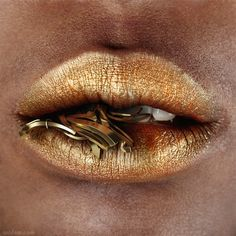 lips of gold Makeup Art, Lip Makeup, Lipstick Art, Gold Lipstick, Love Lips, Kissable Lips, Close Up Photography, Beautiful Lips, Lip Colors