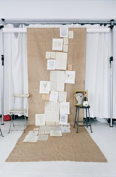 The best DIY photo booth backdrop ideas for your wedding reception - Wedding Party Diy Photo Booth Backdrop, Diy Wedding Backdrop, Burlap Backdrop, Backdrop Ideas, Diy Photobooth, Burlap Background, Backdrop Design, Home Studio Photography, Creative Photography