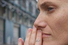 Meet the World's First Female Male Model Olympic swimming champion, gay activist, performance artist and internationally-acclaimed fashion model - the career of New Yorker Casey Legler sure has been a wild ride. Swimming Champions, Olympic Swimming, Strength Of A Woman, Rainbow Butterfly, Olympic Athletes, Glamour Shots, Look Here, Androgyny, Female Male