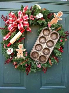 Cute Christmas kitchen wreath with cookie cutters? Use the homemade cookie sign. Christmas Gingerbread, Noel Christmas, Rustic Christmas, Winter Christmas, Gingerbread Men, Christmas Photos, Outdoor Christmas, Christmas Baking, Christmas Tattoo