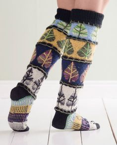 Vuodenajat villasukissa Fair Isle Knitting, Knitting Socks, Hand Knitting, Knit Socks, Knitting Designs, Knitting Patterns, Woolen Socks, Winter Socks, Thigh High Socks