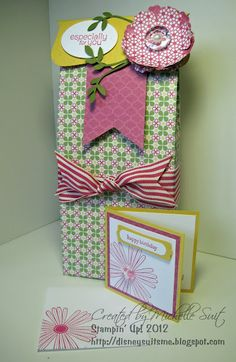 FREE TUTORIAL on how to make these fun gift bags......  http://disneysuitsme.blogspot.com