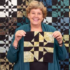 Disappearing Hourglass Crazy Eight Quilt Watch as Jenny Doan puts together a simple quilt block, chops it into pieces, rearranges those pieces, and stitches them. Missouri Star Quilt Tutorials, Quilting Tutorials, Quilting Projects, Quilting Designs, Sewing Projects, Sewing Tips, Sewing Hacks, Msqc Tutorials, Star Quilt Blocks