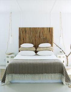 Tête de lit en écran de bambou. #décoration #naturel