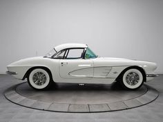 #Chevrolet #Corvette 1961 looking gorgeous in white on white. #Classic #American #SportsCars #Style #Beauty #Speed
