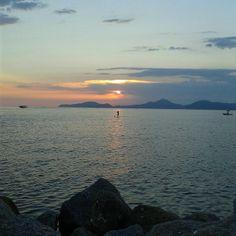 Ponta da Praia, Santos (SP), por Lídia Oliveira. #Brasil #Brazil #praia #beach #Santos #SaoPaulo #sunrise #sunset #nascerdosol #pordosol #landscape #nature #paisagem #natureza #mar #picture #photo #fotografia