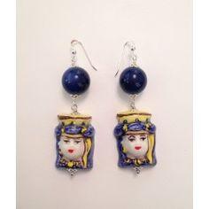Orecchini blu con teste in ceramica di Caltagirone, vetro e argento 925 realizzati a mano