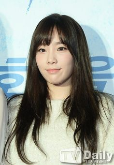 #SNSD #TaeYeon  Attending premiere for #YuRi's 'No Breathing'  [Image(s) credited as tagged.]