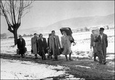 1956, mikor a magyar menekülteken segített a világ - kepek Hungary, Couple Photos, Couples, Couple Pics, Couple Photography, Couple