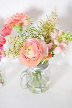Ranunculus Bouquet ~ Mary Wald's Place - Flowers of Loes - Flowers of Loes Simple Flowers, Love Flowers, Wedding Flowers, Table Flowers, Flower Vases, Ranunculus Bouquet, My Perfect Wedding, Holidays And Events, Table Decorations