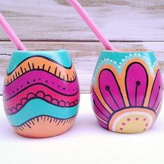Imagen relacionada Painted Plant Pots, Painted Flower Pots, Pottery Painting Designs, Pottery Designs, Diy And Crafts, Arts And Crafts, Paper Crafts Origami, Polymer Clay Dolls, Mason Jar Crafts