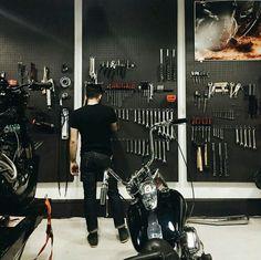 Motorcycle garage Más