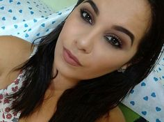 Boa tarde!!!😘 Make basiquinha de hoje, esfumado marrom, batom nude, amoooooo. 💖  #AmoMaquiagem #Makeup #EsfumadoMarrom #fizigualalice #BatomNude #ByMonik