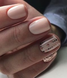 Opting for bright colours or intricate nail art isn't a must anymore. This year, nude nail designs are becoming a trend. Here are some nude nail designs. Uñas Fashion, Bridal Nail Art, Nude Nails, Blush Nails, Rose Gold Nails, Metallic Nails, Gold Glitter, Manicure And Pedicure, Wedding Manicure