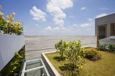 Architecture studio Vo Trong Nghia Architects designed a unique sustainable house with a vertical garden as its facade in Ho Chi Minh City. Concrete Architecture, Green Architecture, Home Building Design, House Design, Green Facade, Rooftop Patio, Concrete Houses, Concrete Wall, Design Blog