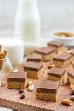 Make these simple no bake peanut butter bars - they're covered with chocolate and taste even better than those peanut butter cups you buy in the store! A secret ingredient make them even more amazing! Peanut Butter Chocolate Bars, Creamy Peanut Butter, Fudge Recipes, Baking Recipes, Cheesecake Recipes, Cookie Recipes, No Bake Desserts, Dessert Recipes, Quick Dessert