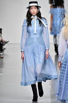 Al via la #LondonFashionWeek – TheAuburnGirl http://www.theauburngirl.com/al-via-la-london-fashion-week/ #fw17 #LFW #BoraAksu