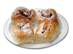 Chelsea Buns - Old Style & Favourite South-African Recipes - manlief sal hierdie in 'n japtrap verorber♥♥♥♥♥ South African Dishes, South African Recipes, Africa Recipes, Raw Food Recipes, Sweet Recipes, Cooking Recipes, Chelsea Bun Recipe, Ma Baker, Good Food