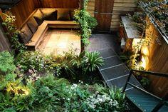 Terras Buitenverlichting: kleine binnenplaats en entree huis via trap