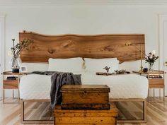 La tendance du bois de grange a fait fureur ces dernières années. Avec un aspect naturel et chaleureux, on a envie de l'intégrer partout chez soi. Un peu dans la même tendance, on a un coup de cœur pour les planches de bois Live Edge. Respectant la forme naturelle du bois, c'est souvent une façon …