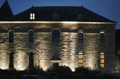 Museo del Castello di Mayenne - Simes S.p.A. luce per l'architettura www.simes.it #simes #lighting #light #facade #luminaire #museum #historical #building #renovation #preservation #projector #architect #landscape #france