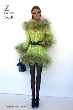 """FR2 and Color Infusion Dolls (and 12"""" dolls with similar bodies ) by. A (functional) Black Purse with black chain handle. I have been passionate about fashion and fabulous clothes ever since I lived in Milan, Italy over a decade ago. 