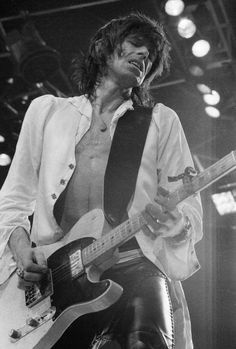 Keith Richards of the Rolling Stones USA Tour 1975 The Rolling Stones, Pop Rock, Rock N Roll, Rolling Stones Keith Richards, Ron Woods, Classic Rock And Roll, Ronnie Wood, Stone World, Charlie Watts