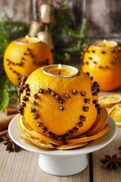 25 IDEAS TO USE DIY CANDLES AT HOME Candles have been used in our homes for many years. We often use candles for different purposes in our home, although we no longer use them for lighti. Natural Christmas, Noel Christmas, All Things Christmas, Winter Christmas, Christmas Candles, Christmas Oranges, Christmas Pictures, Christmas Decorations To Make, Thanksgiving Decorations