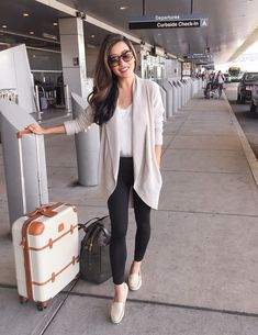 Legging Outfits, Leggings Fashion, Airport Travel Outfits, Winter Travel Outfit, Airport Style, Summer Airport Outfit, Comfy Airport Outfit, Casual Travel Outfit, Airport Clothes
