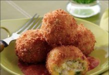 Turkey and Smoked Cheddar Croquettes with Smoked Tomato Sauce - Price Chopper Recipe Greek Recipes, Baby Food Recipes, Snack Recipes, Cooking Recipes, Snacks, Cheese Recipes, Keto Recipes, Turkey Croquettes, Cetogenic Diet